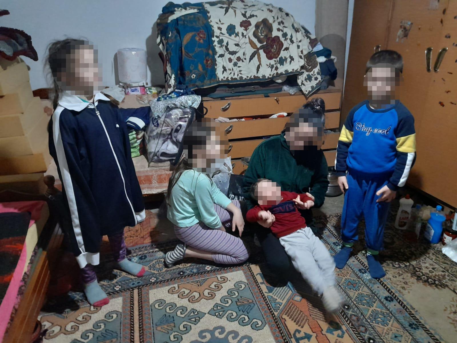 Die Kinder der abgeschobenen Familie.